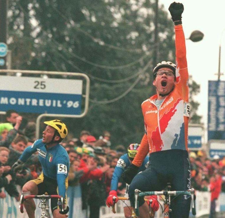 Adrie van der Poel wint het WK veldrijden in Montreuil in 1996. Beeld anp