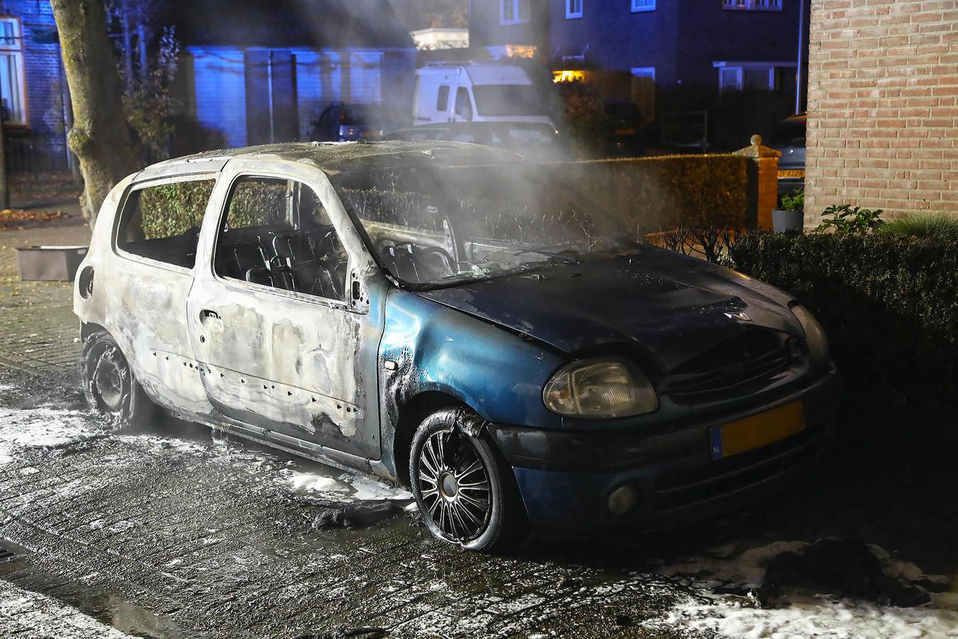 In Oss is donderdagnacht na een periode van rust weer een auto in vlammen opgegaan.