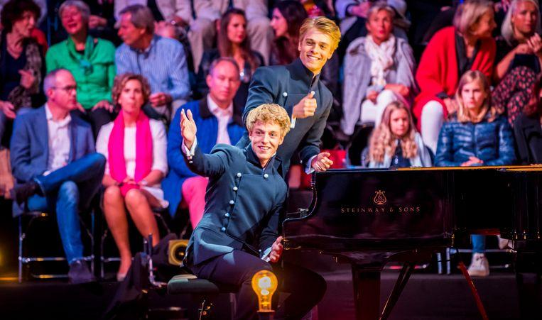 Lucas en Arthur Jussen treden op tijdens het jaarlijkse Prinsengrachtconcert in 2018. Beeld ANP