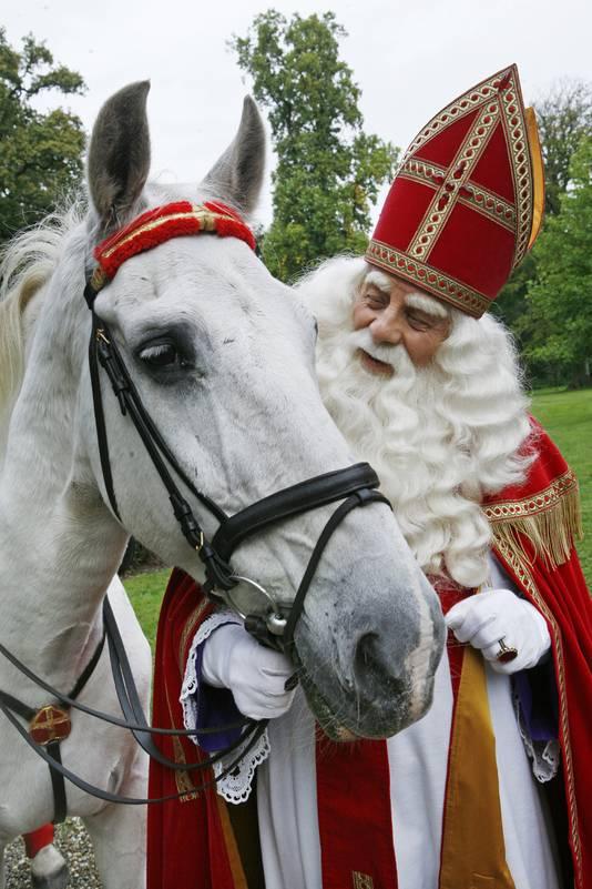 Paard Van Sinterklaas Na 22 Jaar Met Pensioen Binnenland