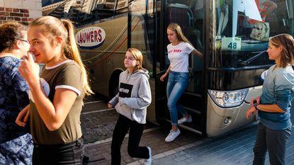Scholieren leren evacueren bij busongeval