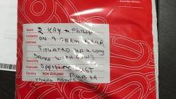 """Postpakketje voor """"boerderij aan einde van lange oprit, nabij café"""" bereikt bestemming"""