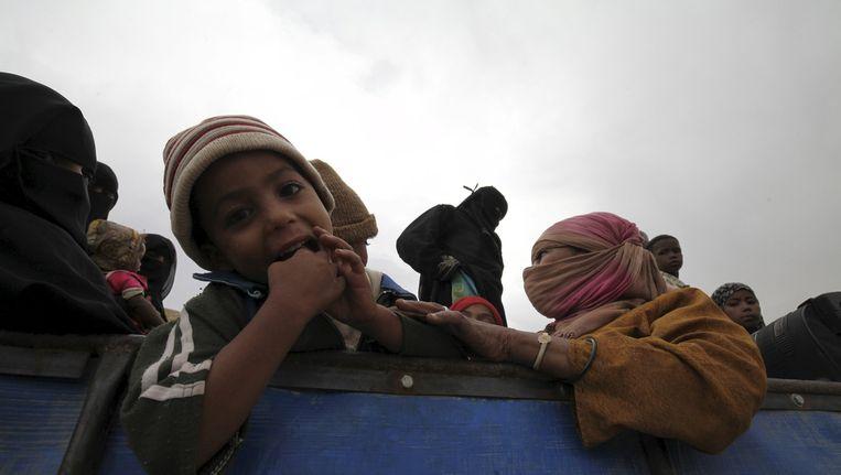 Inwoners van Sa'dah zijn op de vlucht voor de bombardementen. Beeld reuters