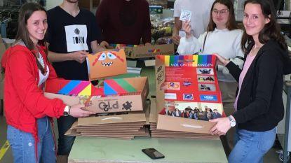 Leerlingen Printmedia maken spellendozen voor zieke kinderen