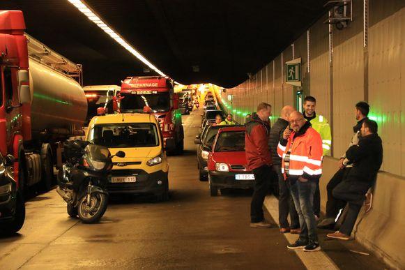 De chauffeurs die vast stonden in de tunnel moesten heel wat geduld oefenen.