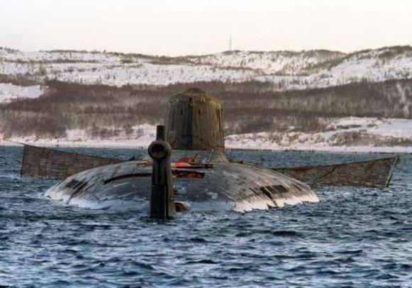 Het drama doet denken aan de ramp met de Koersk. Die zonk tijdens oefeningen op 12 augustus 2000.