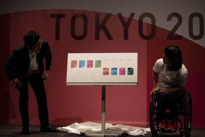 Paralympiër Monika Seryu onthult de tickets voor Tokio 2020.