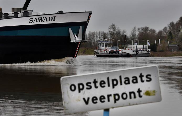 De veerpont tussen Opheusden en Wageningen.