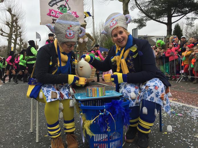 Tiny van Hal en Marie-Louise Vermeulen deden in Berkel-Enschot mee als twee theemutsen