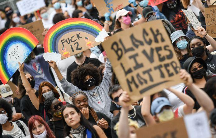 Naar aanleiding van de dood van Floyd gingen mensen over de hele wereld de afgelopen weken de straat op om hun ongenoegen te uiten over raciale ongelijkheid en politiegeweld.
