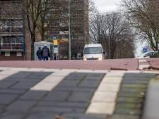 Elektrische bus loopt vast op verkeersdrempels in Harderwijk