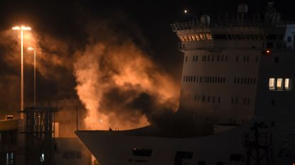Grieks schip maakt rechtsomkeer naar haven van Piraeus wegens brand