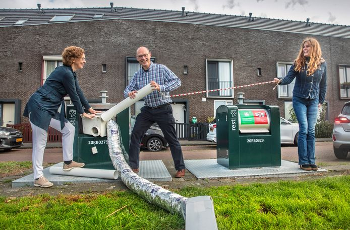 Ypenburgers Erik en Svetlana Carton brengen hun ventilatiesysteem naar het restafval