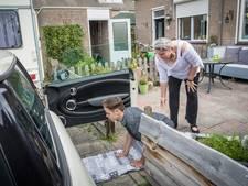 Gehandicapte Thomas (13) hoeft niet langer kruipend naar de auto