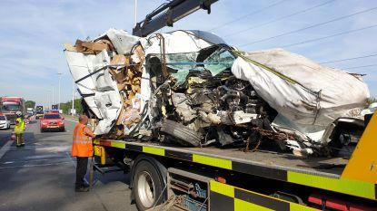 E313 volledig versperd door zwaar ongeval in Herentals