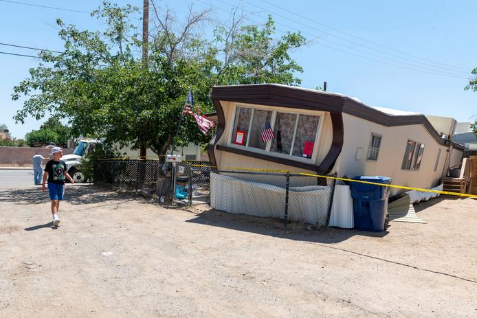 Een woonwagen in Ridgecrest (Californië) is volledig verzakt na de aardbeving die het gebied trof
