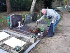 Vrees voor vernielingen en diefstal op begraafplaats Zeist, nu het hek 's nachts openblijft