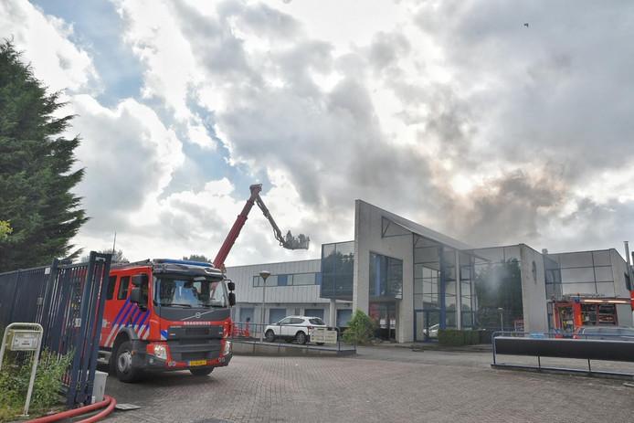 De brand brak even na 16.00 uur uit.
