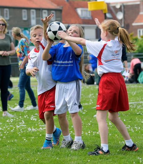 Duizend Dordtse kinderen korfballen op schoolsportdag