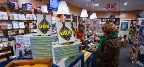 Boek over Urk maakt veel los in vissersdorp: 'Ik heb het al drie keer gelezen, ik vind het verschrikkelijk'