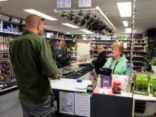 Crisis zorgt voor grote drukte bij Amersfoortse hengelsportwinkel: 'Wat hier gebeurde, is absurd'