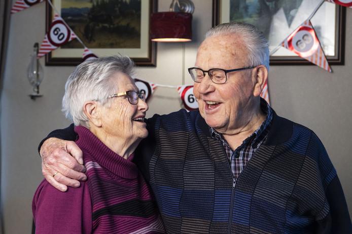Anton (86) en Alie (82) Roelofs-Westenberg vierden gisteren hun 60-jarig huwelijk.