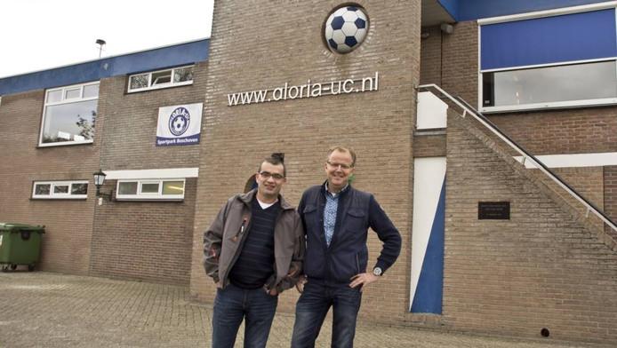 """Gloria UC-voorzitter Paul van Wijnen (rechts) en bestuurslid Jozef van Sas (ex-voorzitter SV Ulicoten) prijzen de eensgezindheid. """"We zijn absoluut tevreden over de fusie."""" foto Dirk van Gorp"""