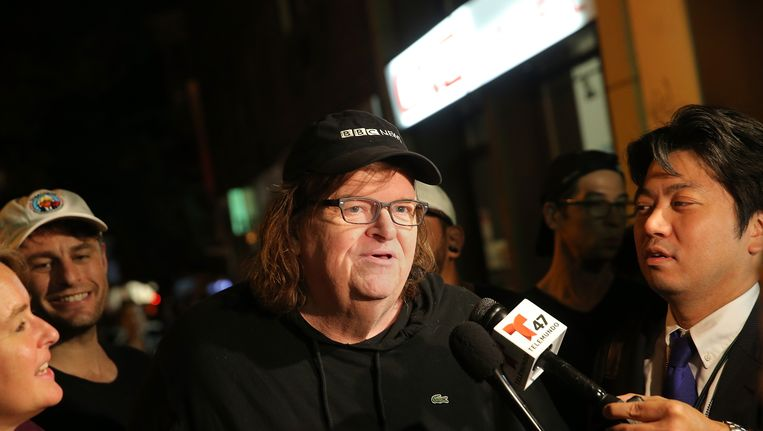 Michael Moore bij de première van zijn pro-Hillarydocumentaire TrumpLand Beeld getty