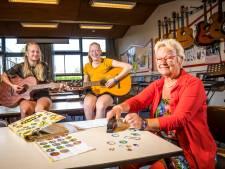 Op deze muzikale school in Elburg veranderen flippo's in plectrums