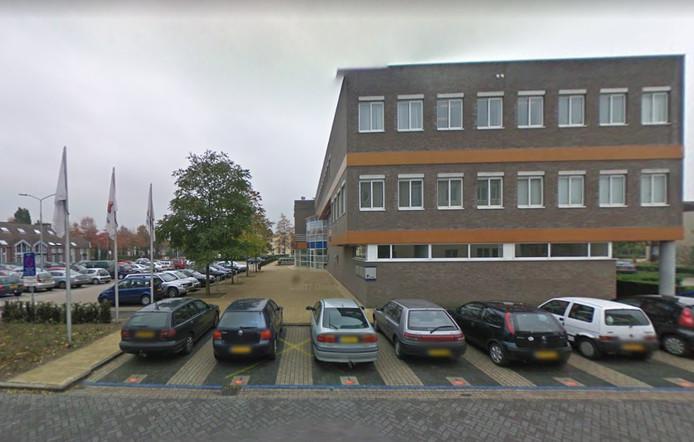 Het kantoorpand van de Rabobank in Malden. De eerste en tweede verdieping staan leeg.