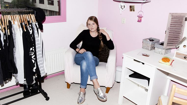 Shoplogger Nina Koppenaal (16). Beeld Valentina Vos