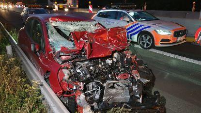 Bestuurder overlijdt na klap tegen vrachtwagen op E313