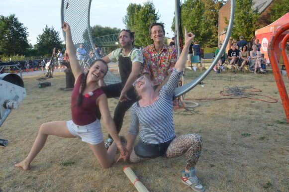 Vorige zomer gaven de leden van Circus Marcel het beste van zichzelf aan De Zwarte Flesch in Pollare (Ninove).