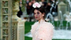 Kaia Gerber, dochter van Cindy Crawford, maakt couture-debuut in Parijs