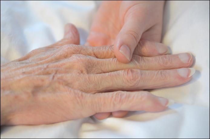 Vrijwilligers die een helpende hand bieden bij een sterfgeval.