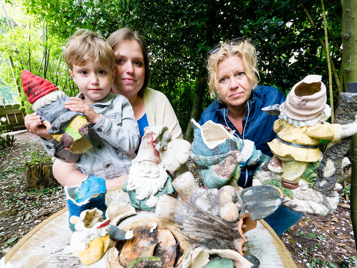 Melissa Scholtens met zoon Mika en pedagogisch medewerkster Ellie Kuijf.