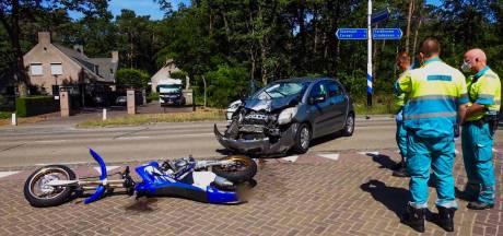 Twee gewonden bij aanrijding tussen auto en motor in Veldhoven