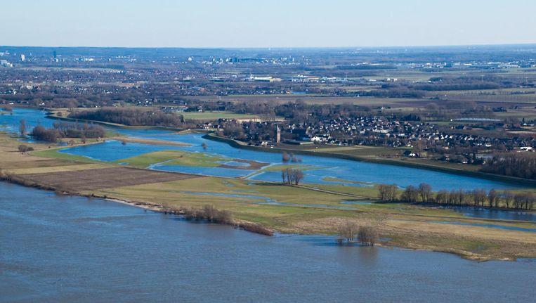 Voormalige kerncentrale Dodewaard aan de oever van rivier de Waal. Beeld Hollandse Hoogte