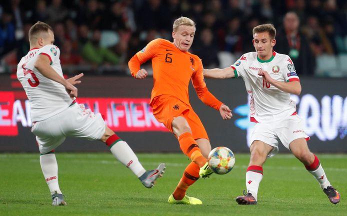 Donny van de Beek begon in de basis, ten koste van Marten de Roon.
