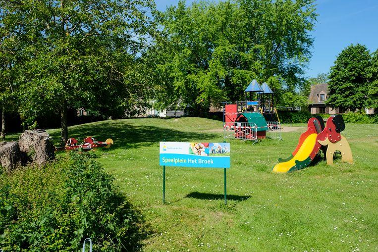 De kerkraad benadrukt dat de speeltuigen in 'Het Broek' in Ramsdonk niet verdwijnen, ondanks dat een deel van het terrein verkaveld wordt.