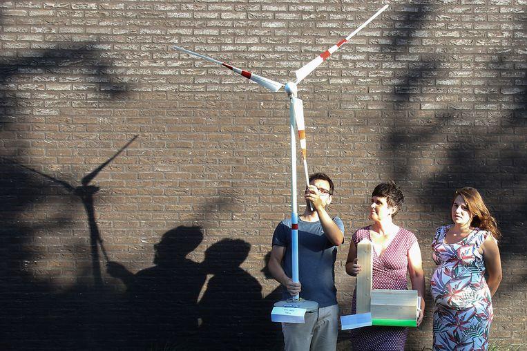 Een maquette moet de impact van de windturbine aantonen.