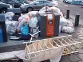 Veel afval naast containers in Enschede: 'Het is geen gezicht' (audio)