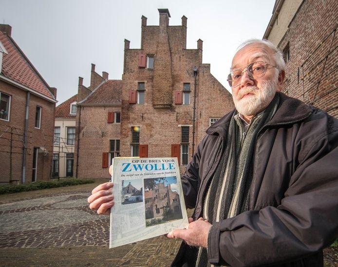 Gert Oostingh schreef eerder het historische naslagwerk 'Op de Bres voor Zwolle' en werpt zich nu weer op als hoeder van historische panden in de binnenstad.