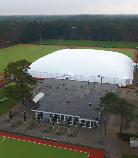 Opblaasbare sporthal helpt Valkenswaardse hockeyclub de winter door