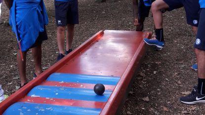 Van minigolf tot petanque: AA Gent-spelers werken aan ploeggeest in Nederland