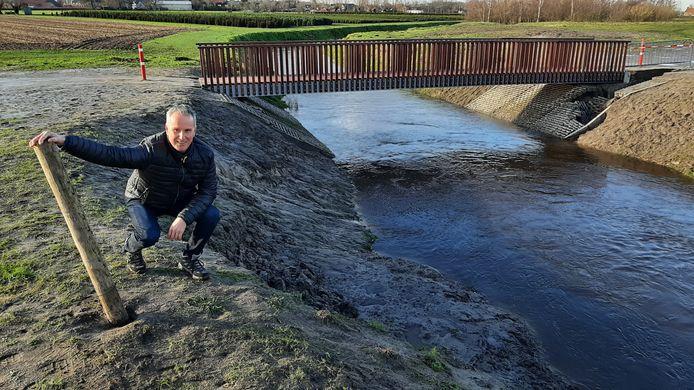 Michel van Zitteren was dinsdag weer bij de Watermolenbeek nabij Nispen waar zaterdag bijna een meisje verdronk in het drijfzand.