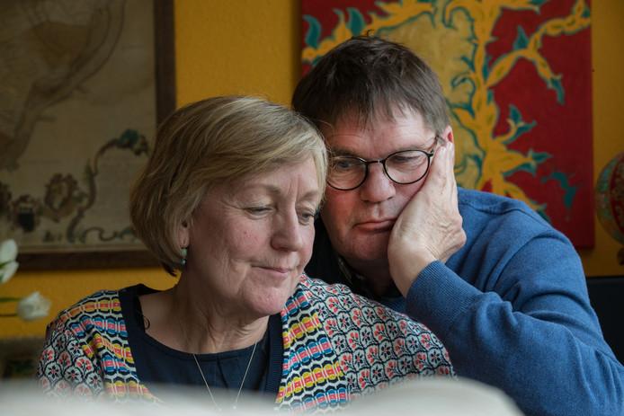 Erik en Mieke Pieck uit Kampen. In juli 2000 werd hun dochter en zus Maartje op brute wijze verkracht en vermoord.