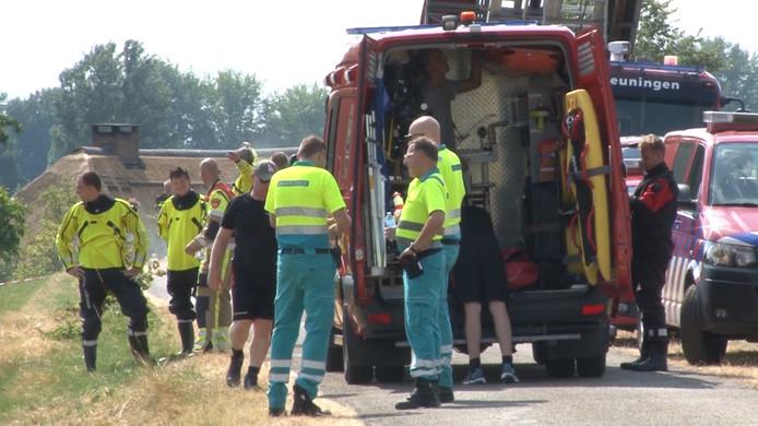 Hulpdienten bij de Duivelswaal in Weurt, waar recent een man uit Nigeria verdronk.