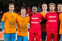 Ahmad Mendes Moreira met spelers van Excelsior en FC Volendam.