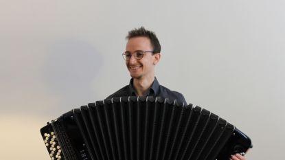 Deins-Italiaanse accordeonist brengt debuut-cd live in Rariteitenkabinet